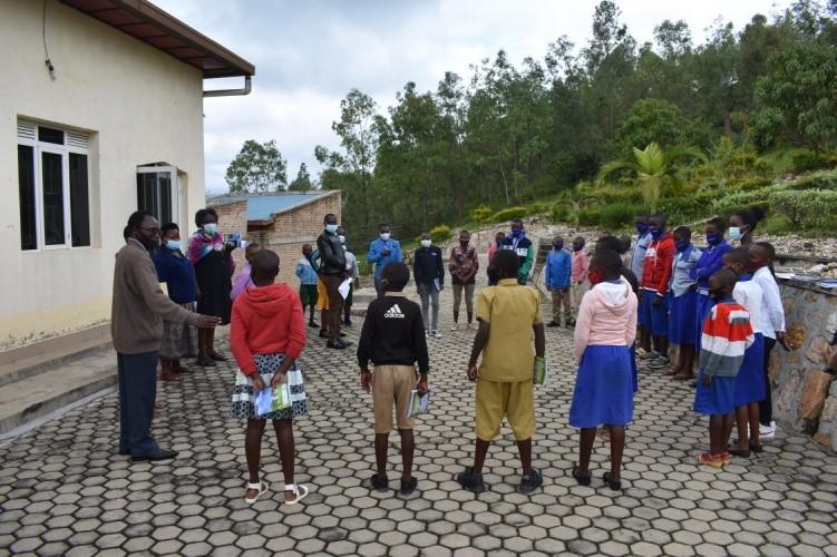 Ruandas Schüler und Lehrer gründen Clubs zur Förderung der Friedenserziehung in Schulen