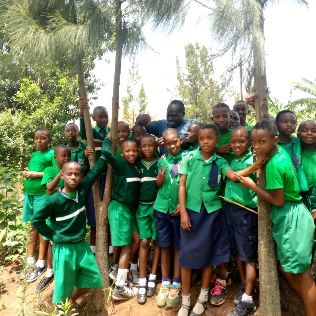 Schüler bestehen staatl. Prüfung in Ruanda mit 100%.